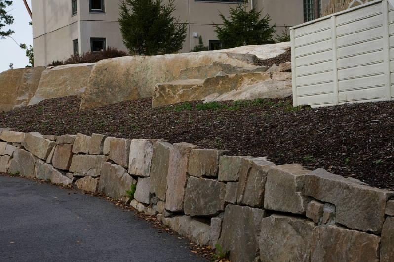 Bygge natursteinsmur